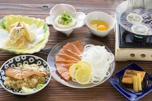 味も見た目も爽やかな『淡路島サクラマスの島レモン鍋』!!