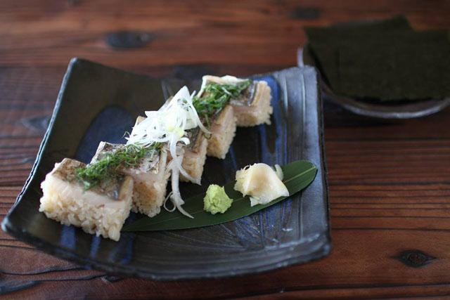 今が旬の淡路島グルメ『炙りとろサワラの箱寿司』
